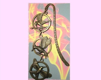 The HUNGER GAMES Inspired Three Pendant Bookmark Book Mark Mockingjay Catching Fire Arrow Bronze Gold Pin Katniss Peeta