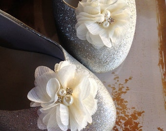 Shoe clips with pearls and rhinestones in  grey, ivory, pink, off white shoe clips Chiffon flowers Flower Girl Bride Bridesmaids Shoe clips