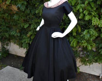 Vintage 1950's Black Dress with Dusty Pink Collar - Size 12
