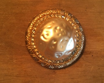 Beautiful Pearl Custom Brooch 1970s-80s gold detail