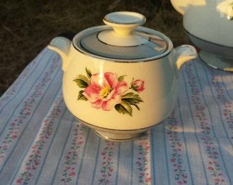 Vintage sugar bowl, Homer Laughlin.