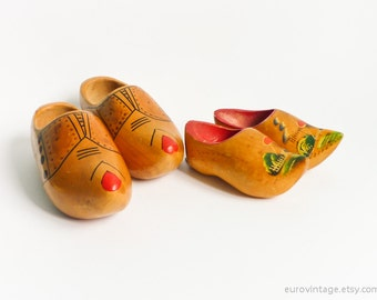 Vintage Wooden Dutch Clogs Hand Painted / Folf Decor / Wall Hanging Clogs