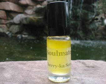 Siren fragrance (sea salt, ambergris, ocean, splintered wood, rose, jasmine, tea, amber)