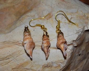 Handmade Shell Necklace Pendant And Dangle Earring Set