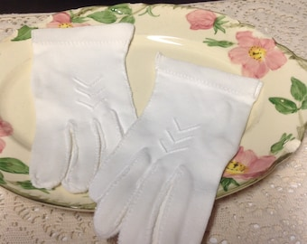 Vintage White Short Gloves - Cotton - Made in Italy - Chevron Embroidery - New Old Stock