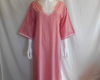 Closing Shop SALE 70's 80's    Red white stripped maxi dress night gown