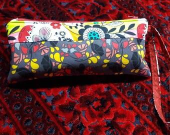 Zipper pouch, patchwoek pouch, clutch purse, makeup bag, toiletry storage, cosmetic case, wrislet pouch, lined zip pouch,  patchwork bag