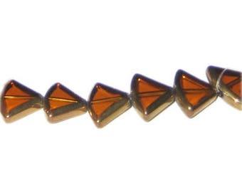 16 x 12mm Deep Gold Vintage-Style Diamond Glass Bead, approx. 7 beads