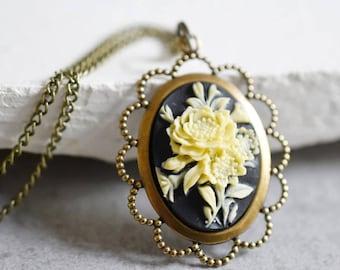 Bouquet Necklace in Vintage Style (VIK-57)