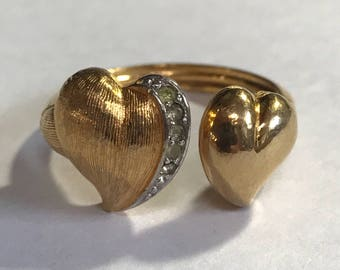 Vintage Double Heart Goldtone ring with Rhinestones Size 6.5