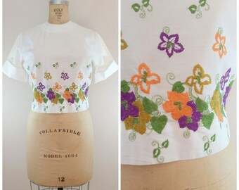 Vintage 1950s Blouse / Floral Embroidery / White Blouse / Cropped / 50s / Small Medium