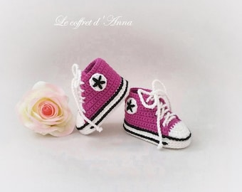 booties baby 0/3 months, pink fuchsia, baby converse, baby yarn, knitting, crochet Baby Slippers baby booties, baby sneakers