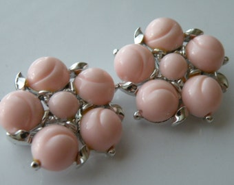 LISNER Pink plastic clip-on earrings. Silver tone metal.