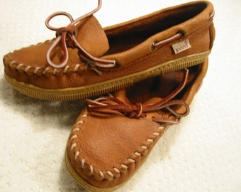 vintage womens traditional/classic burnished tan genuine moosehide driving moccasins by Evans  6 1/2 M . . gently worn . . made in the USA