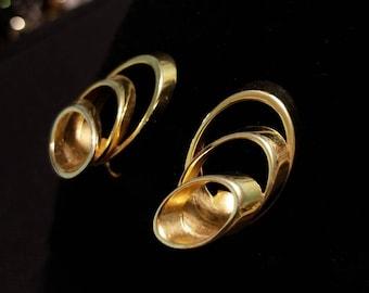 Unique Old Clip-on Earrings Goldtone 3 demensional Tube Rings