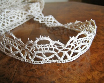 Fabulous vintage Tudor lace in Reticella style, Renaissance lace for ruffs, big yardage available. DESIGN (5)Ecru shade.