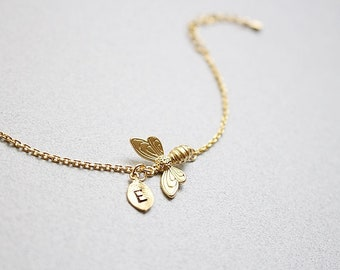 Honey bee bracelet in gold, Personalized bee bracelet, Bridesmaid bracelet, Bridesmaid gift, Wedding bracelet, Letter bracelet, Initial
