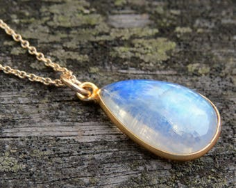 moonstone drop necklace, gold moonstone necklace, moonstone jewelry, smooth moonstone charm, gemstone necklace, gemstone jewelry