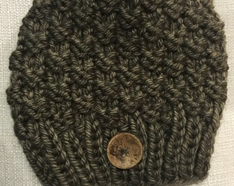 Knit hat with button