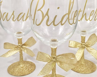 Bridesmaid Glitter Wine glass in gold - bridal party gifts - custom wine glasses - bachelorette party - bride wine glass - bride to be