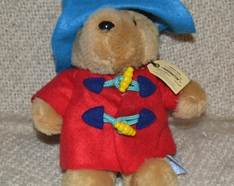 PADDINGTON BEAR, 9 inches, Authentic outfit, Red Felt Coat, Blue Felt Hat VINTAGE 80s, with Darkest Peru Tag.