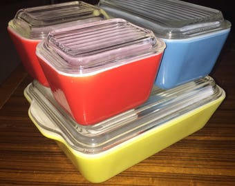 Pyrex primary colors 4 piece refrigerator set with clear glass lids