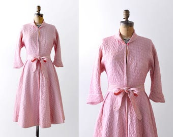 1950's pink & white dress. 50's quilted dress. small. housecoat robe. Full skirt.