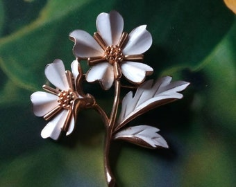 Vintage TRAFARI White Enamel Flower Brooch, Designer Signed Jewelry, Mid Century Jewelry, Flower Pin, Accessories, Fashion Jewelry, Boutique