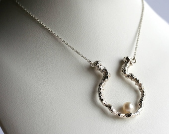 Sterling silver pendant with 18 inches silver chain and a 6.3 mm white pearl