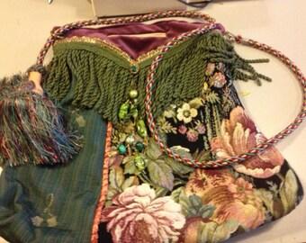 Baroque bag with zipper-
