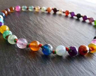 Necklace with faceted and multicolored agates
