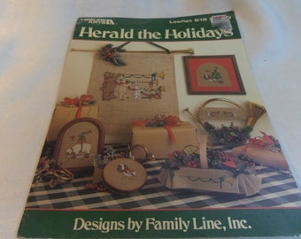 Counted Cross Stitch Patterns, Christmas decor, Herald the Holidays, Leisure Arts Leaflet 515, 1987