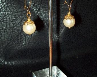 Dainty Filigree Capped Faux Pearl Earrings