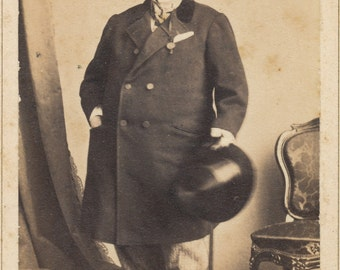 CDV of well dressed man in top hat and overcoat carrying cane/ carte de visite