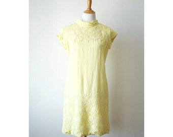 Vintage 1960s Yellow Lace Trim Shift Dress