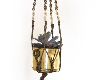 Vintage boho Simple Macrame hanging planter / Taupe and Ivory macrame hanging planter / Ombre Taupe Macrame Plant Hanger