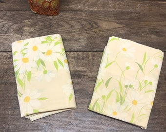 Vintage Pillowcases Set of 2 Percale Pequoi Daisies Peach background