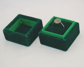 Square velvet ring box - Handmade ring box - Green velevt