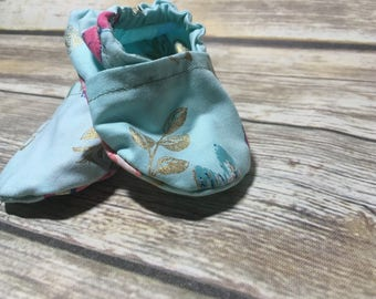 Little crib shoes, tiny baby shoes, tiny moccs, little soft soled, moccs, custom shoes, adorable shoes, little shoes, tiny shoes