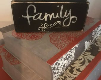 """Distressed Wooden """"Blessed / Family"""" Sign"""