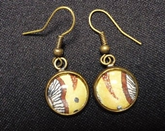Earrings in bronze and glass cabochon and upcycled paper '