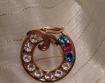 Vintage circle pin with eye carching colors, 1960's, Goldtone, Sparkly, Tastefully made