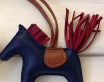 Horse keychain leather pattern
