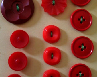 Mixed red plastic/Bakelite buttons (15)