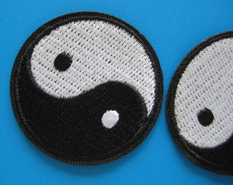SALE~ 2 pcs iron-on Embroidered Patch Tai Chi Yin Yang Taoism symbol 4cm