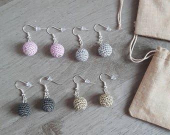 Boucles d'oreilles perle au crochet, bijoux minimaliste femme ou jeune fille, bijoux crochet moderne pour vous ou à offrir comme cadeau