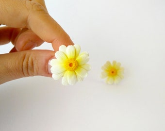 Daisies-stud-pin earrings with fimo polymer clay/handmade/white flower earrings