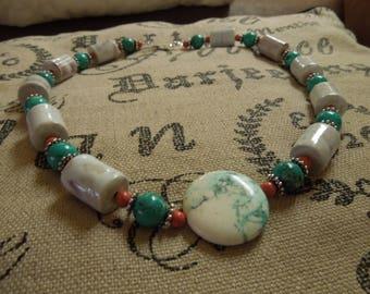 Ceramic necklace: Magnesite, howlite and ceramic.