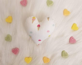 Small heart fabric and beige cat ice cream!