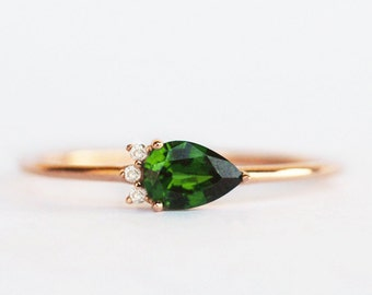 green garnet ring, pear engagement ring, green stone ring, pear ring, green garnet jewelry, tsavorite ring, green garnet with diamond ring